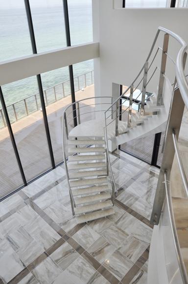 ホール階段2440.jpg